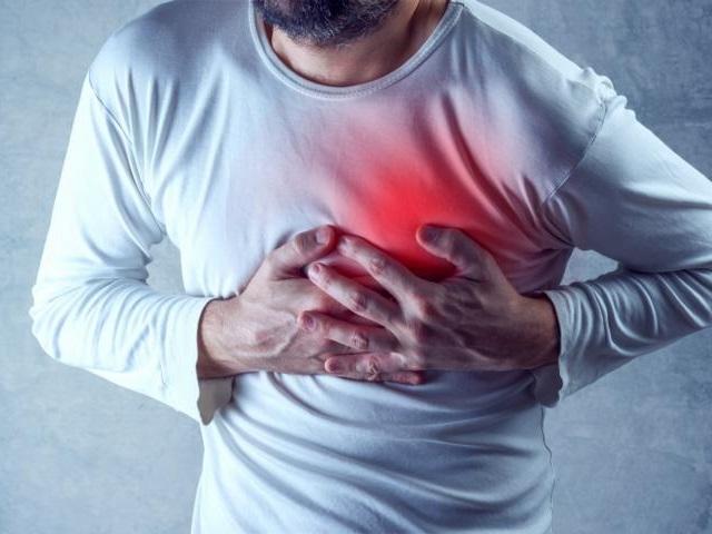 Anzeichen Herzinfarkt bemerken